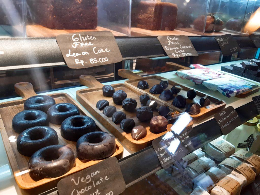 バリ島チャングーのオーガニックスーパーSamadiのデザート