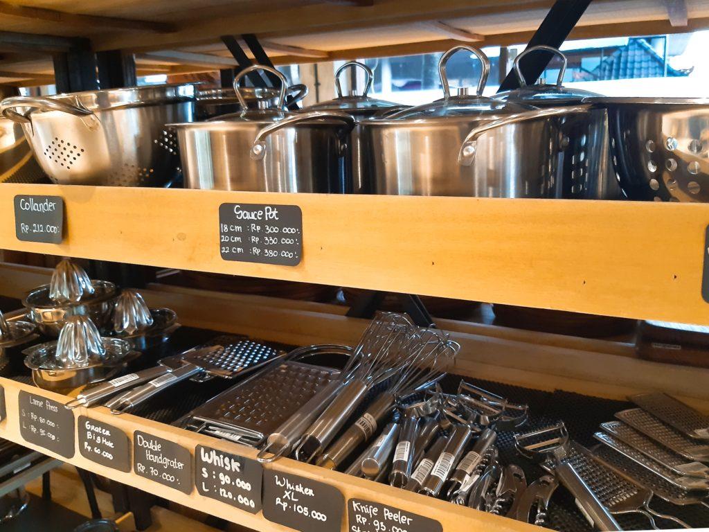 バリ島チャングーのオーガニックスーパーSamadiの調理器具