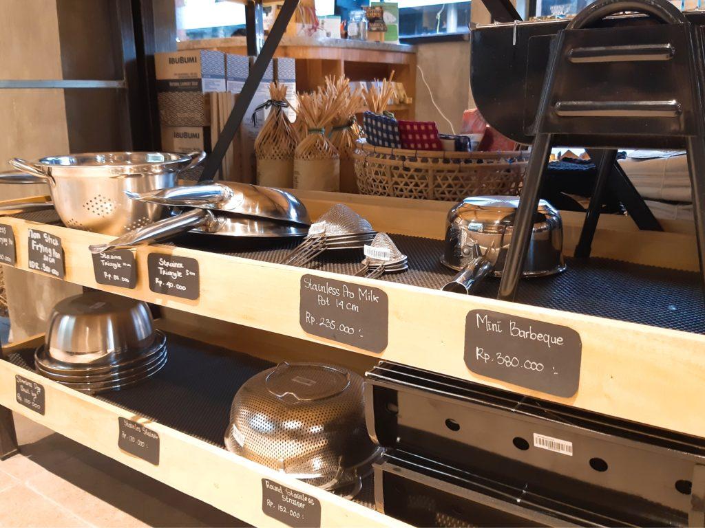 バリ島チャングーのオーガニックスーパーSamadiの調理器具BBQ