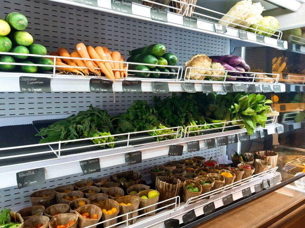 バリ島チャングーのオーガニックスーパーSamadiの野菜