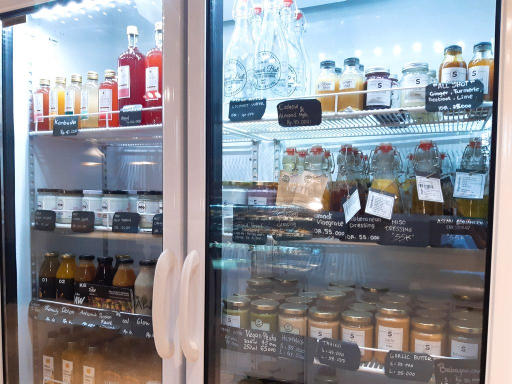 バリ島チャングーのオーガニックスーパーSamadiの冷蔵庫