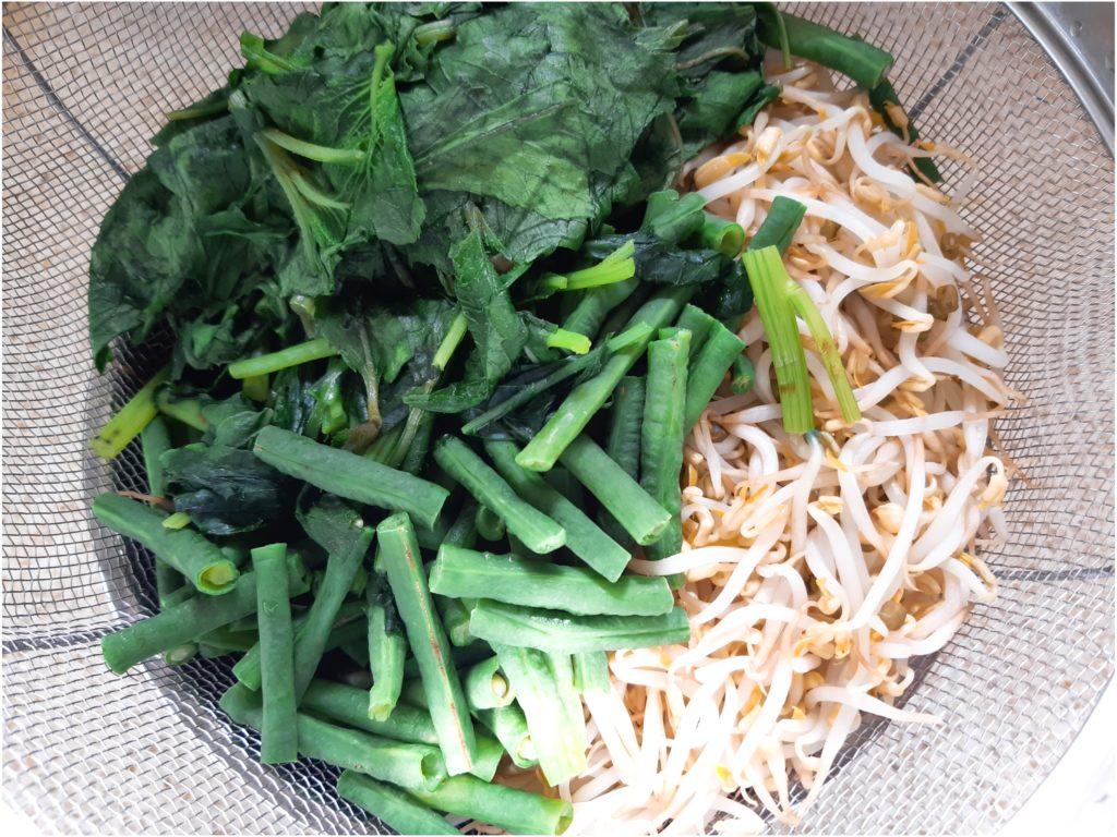 バリ島で食べた味!サユールウラップの野菜を茹でる