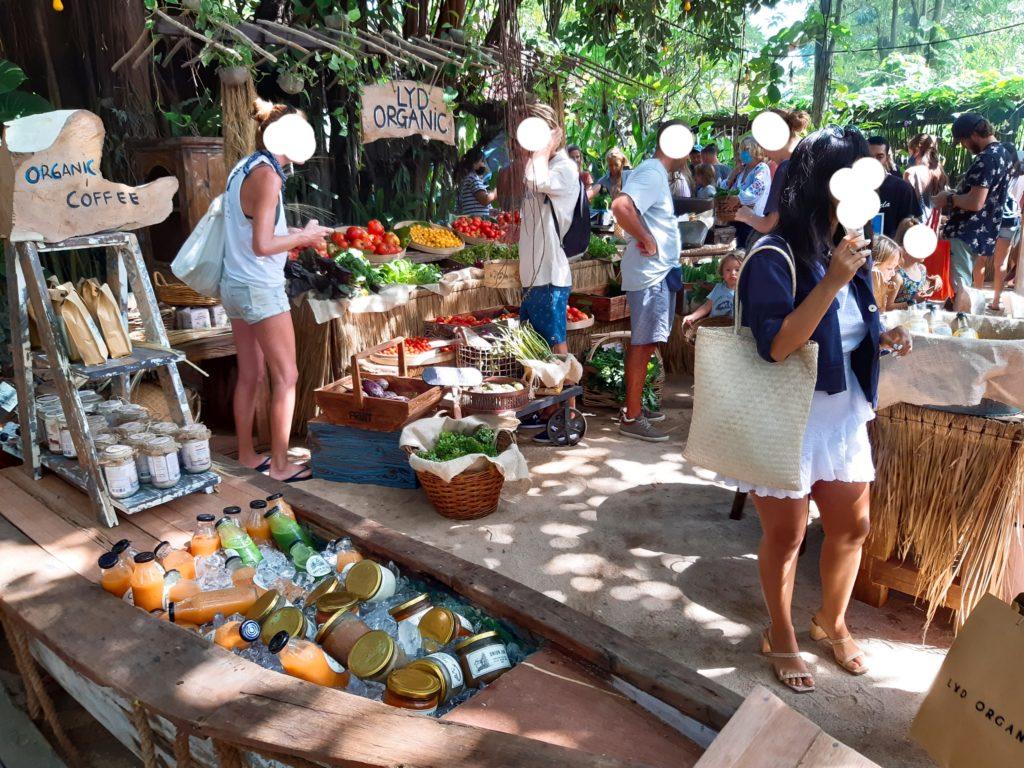 バリ島チャングービーチクラブLa Brisaのマーケット、LYDブース