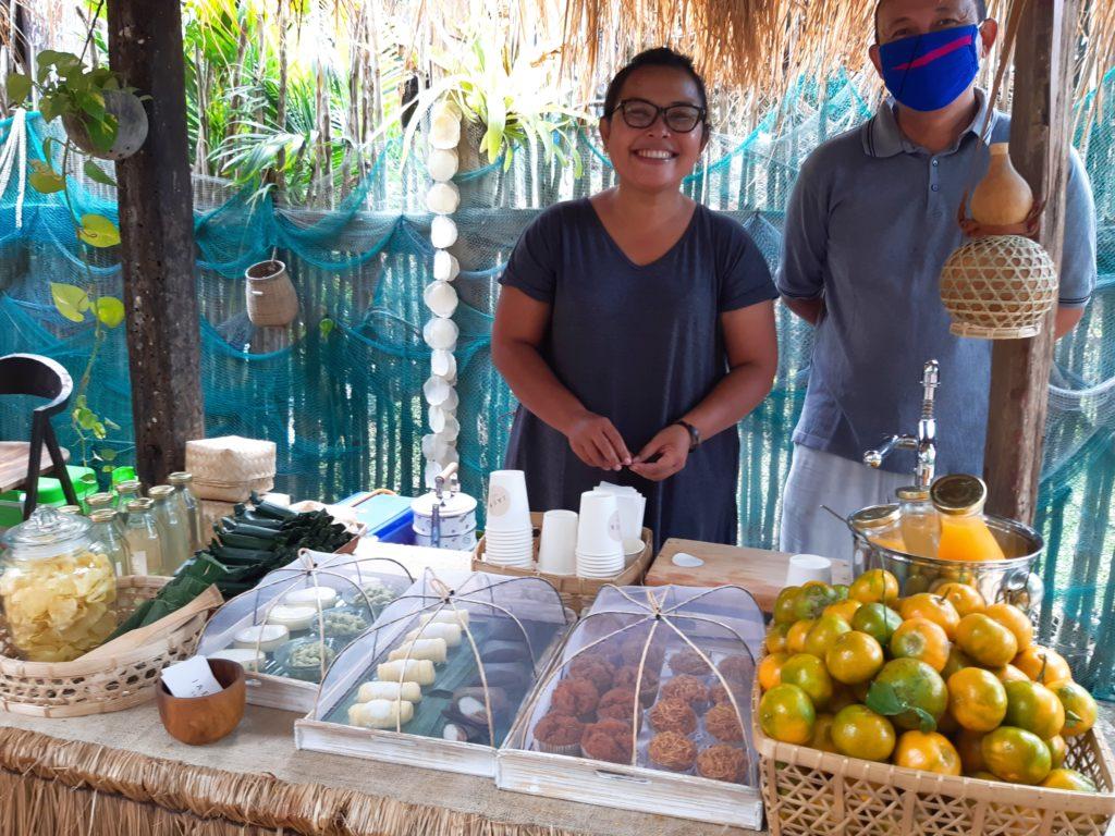 チャングーLa Brisaマーケットオレンジジュースとお菓子のブース