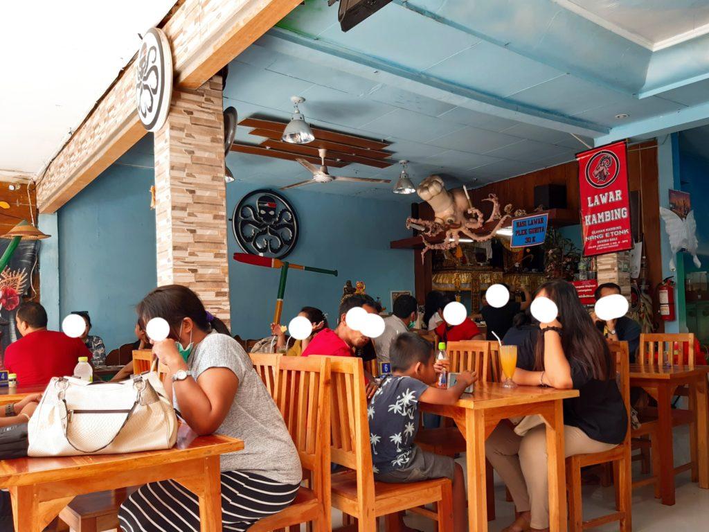 バリ料理タコのラワールのワルン、お昼時店内