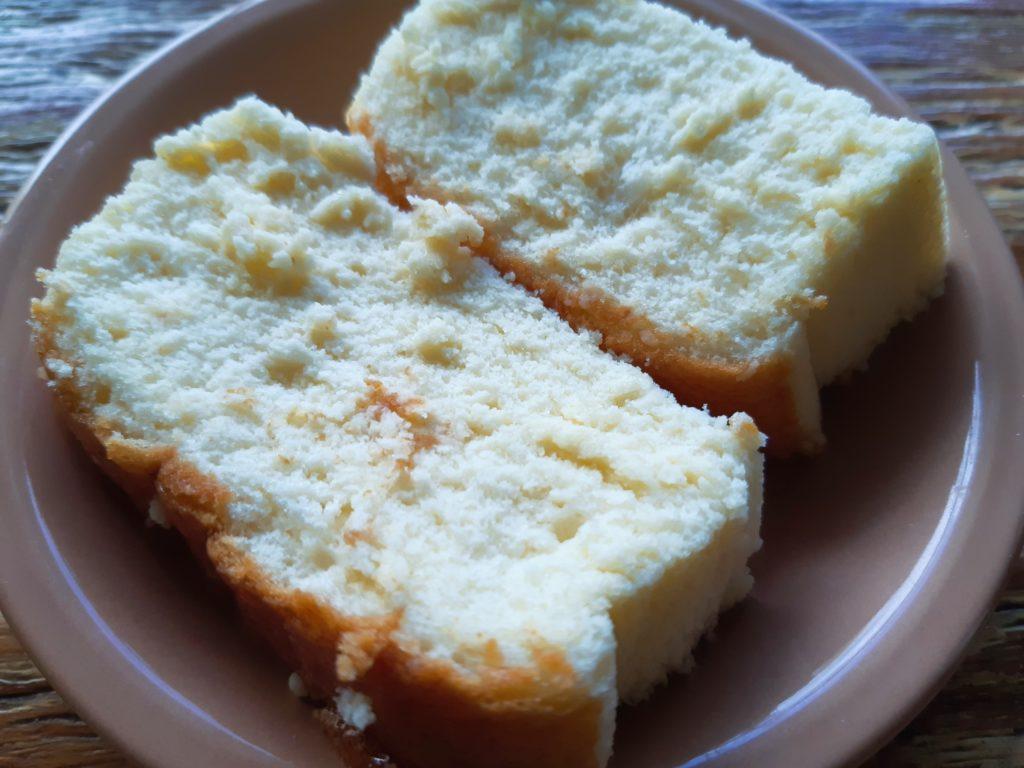 バリ島パン&ケーキ屋ホーランドベーカリー切ったチーズケーキ