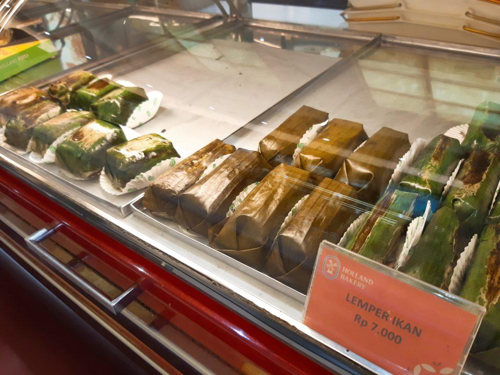 バリ島パン&ケーキ屋ホーランドベーカリーバナナリーフ蒸し