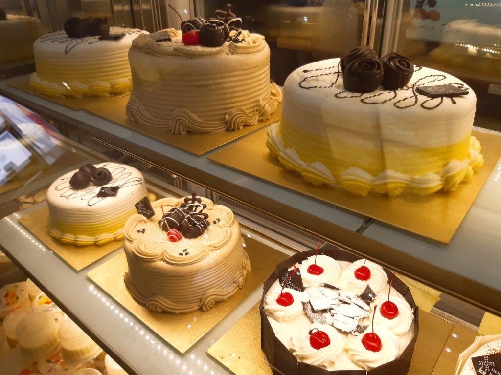バリ島パン&ケーキ屋ホーランドベーカリーのケーキコーナー