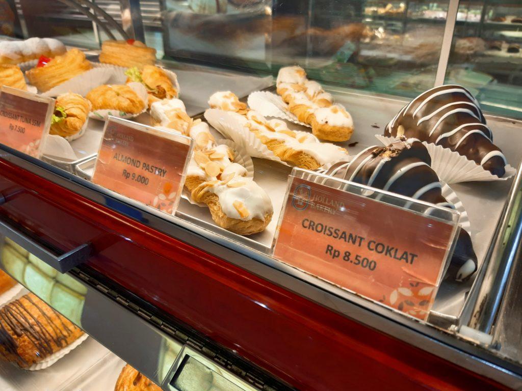 バリ島パン&ケーキ屋ホーランドベーカリークロワッサンチョコレート