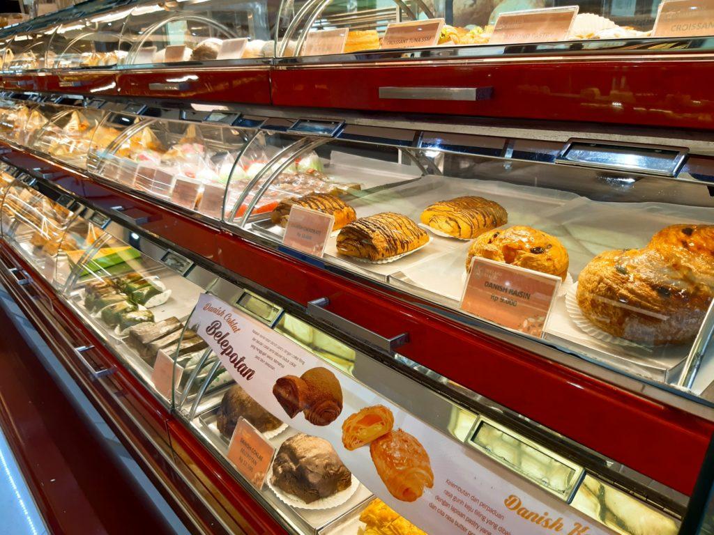 バリ島パン&ケーキ屋ホーランドベーカリーケースのパン