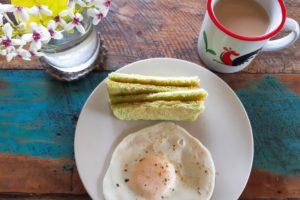 バリ島パン&ケーキショップ「ホーランドベーカリー」のカヤジャムトースト