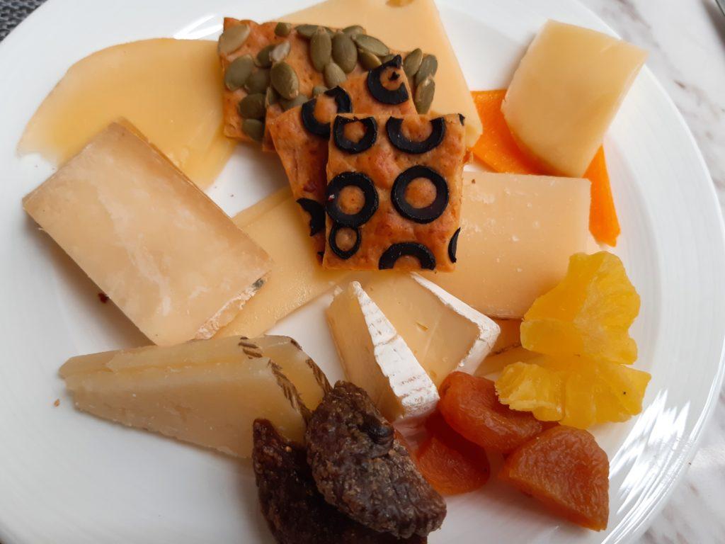 ケンピンスキーバリのブランチ、チーズ