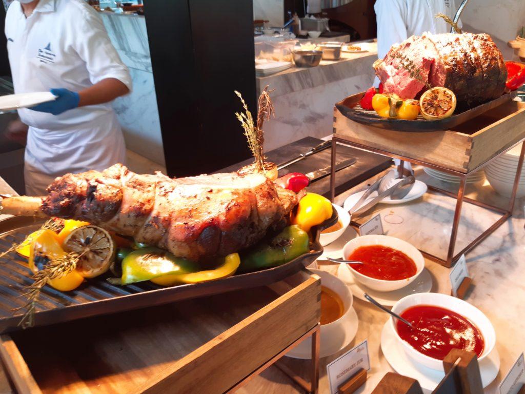 ケンピンスキーバリのブランチ、肉