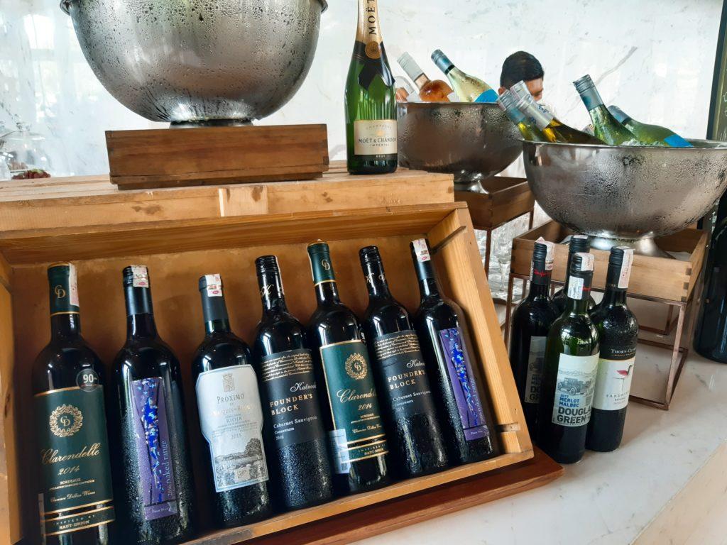 ケンピンスキーバリのブランチ、ワイン