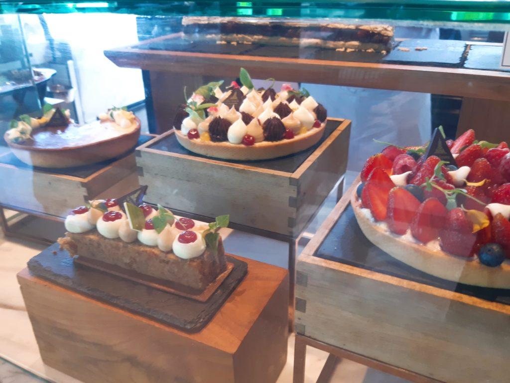 ケンピンスキーバリのデザート、ホールケーキ