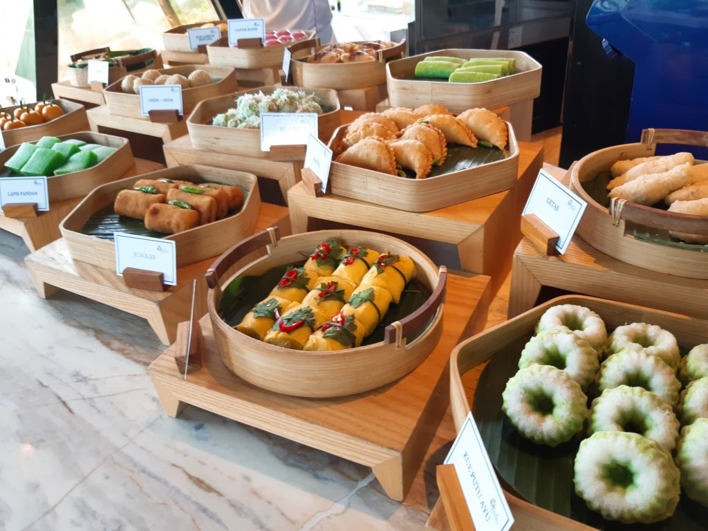 ケンピンスキーバリのブランチ、インドネシアのお菓子