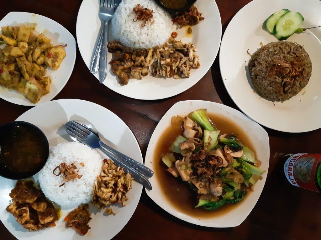 バリ島イカ料理ワルン「Warung Ajik」イカ料理いろいろ