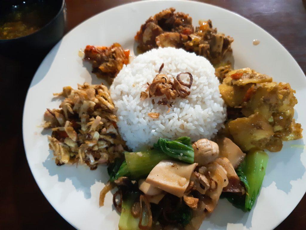 バリ島イカ料理ワルン「Warung Ajik」ナシチャンプル