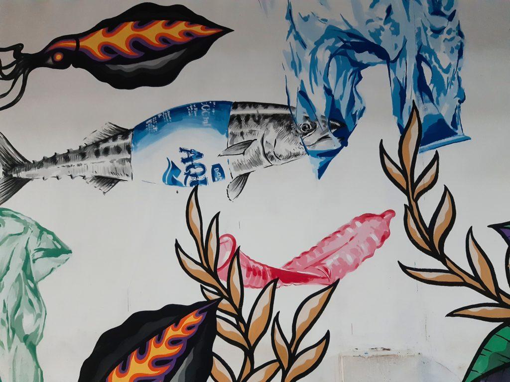 バリ島プラスチックごみ問題を伝える壁画